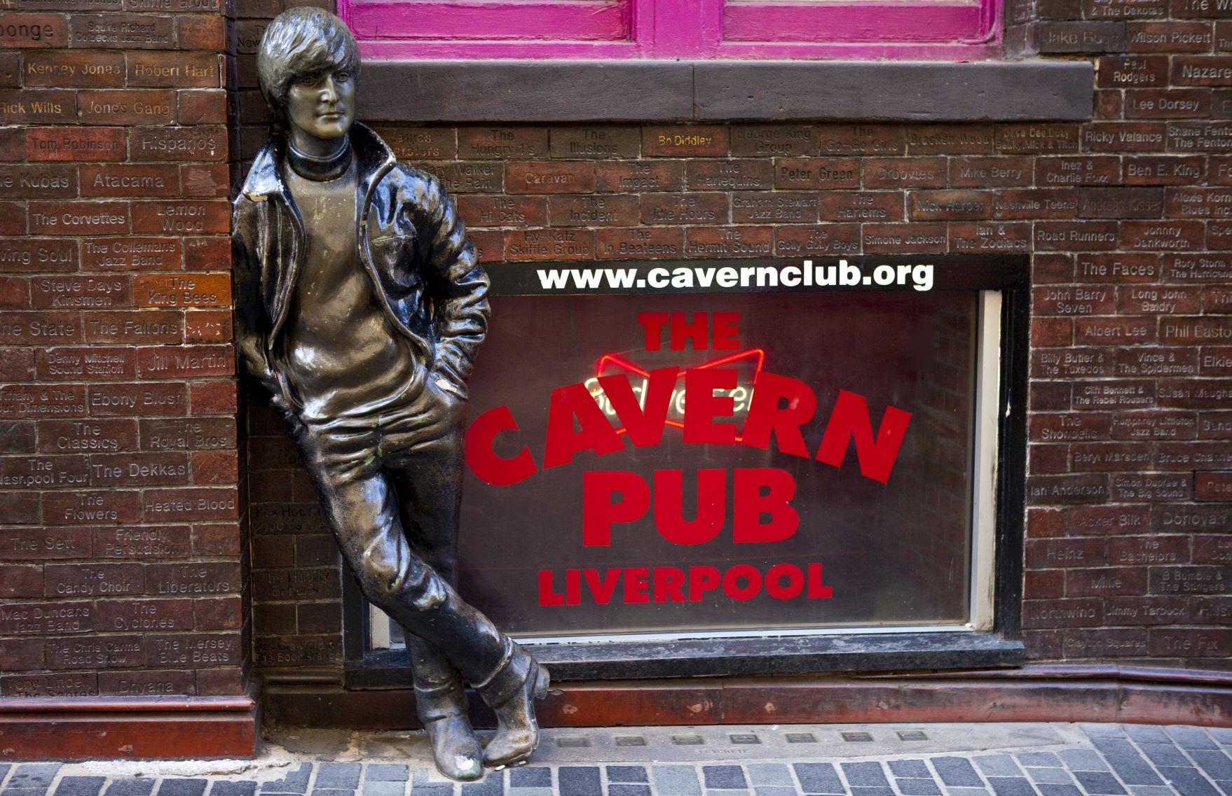 John Lennon bronze statue outside The Cavern Pub, Liverpool (Shutterstock image)