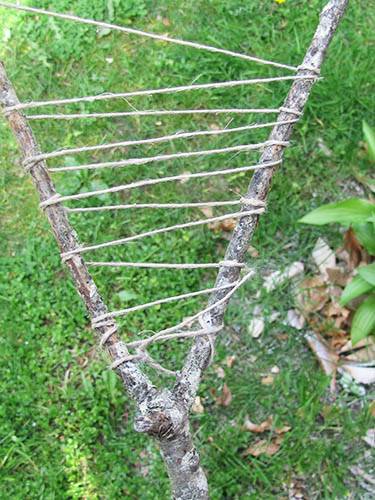 String wrapped in a zigzag pattern between 'Y' shaped stick